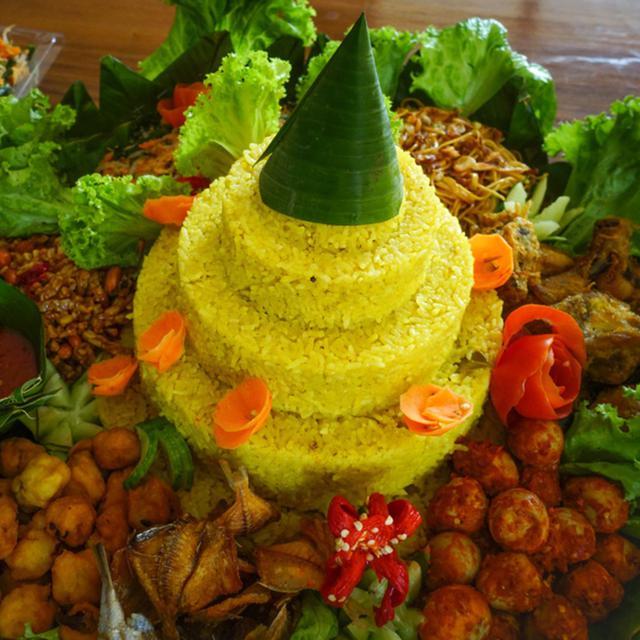Filosofi Tumpeng Nasi Kuning Dan Lauk Pauknya Yang Mengandung Nilai Nilai Luhur Lifestyle Fimela Com
