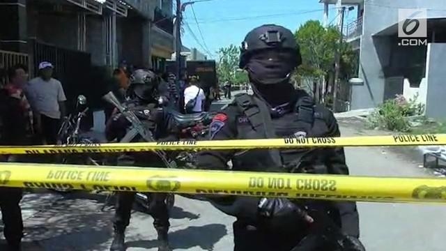 Pascaserangan teror di Surabaya dan Pekanbaru, kepolisian memburu para terduga teroris di berbagai lokasi. Sebagian di antaranya terpaksa dilumpuhkan hingga tewas karena melawan petugas.