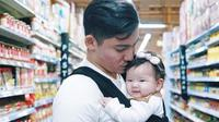 Samuel Zylgwyn dan Franda bersama putri mereka, Zylvechia (Instagram/samuel_zylgwyn)