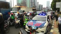 Jalan Gatot Subroto, Jakarta, bertambah macet pada uji coba hari pertama penghapusan 3 in 1. (Liputan6.com/Ahmad Romadoni)