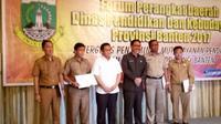 Kadis Pendidikan dan Kebudayaan Prov Banten, Sekda Prov Banten dan guru2 SMAN dan SMKN setelah penyerahan Tukin secara simbolis.