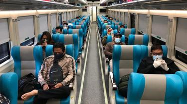 9 kereta api jarak jauh tetap beroperasi di Jatim. (Dian Kurniawan/Liputan6.com)