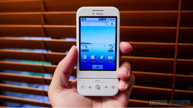 HTC Dream, smartphone pertama Android di dunia (Foto: Android Authority)