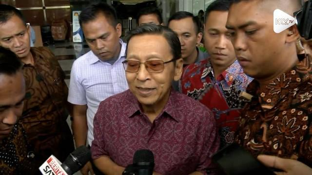 Mantan Wakil Presiden Boediono selesai diperiksa oleh KPK, mantan Wapres di Era Presiden SBY ini diperiksa terkait skandal Bank Century