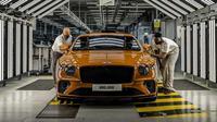 Bentley rayakan produksi Continental GT ke-8000 (carscoops)