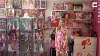 (Foto: STORYTRENDER) Azusa Sakamoto, mulai mengumpulkan koleksi pertamanya saat masih remaja. Ia mengaku bahwa dirinya merupakan fans berat barbie sampai kapanpun.
