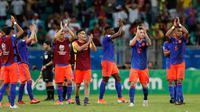 Pemain Kolombia bertepuk tangan saat merayakan kemenangan atas Argentina pada pertandingan grup B Piala Copa America 2019 di Arena Fonte Nova di Salvador, Brasil (15/6/2019). Kolombia menang atas Argentina 2-0. (AP Photo/Natacha Pisarenko)