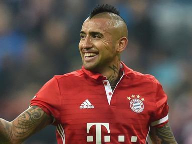 Bayern Munchen menang 2-0 atas Borussia Monchengladbach dalam laga pekan ke-8 Bundesliga 2016-2017, Sabtu (23/10/2016). Gol kemenangan dicetak Arturo Vidal dan Douglas Costa. (AFP/Christof Stache)
