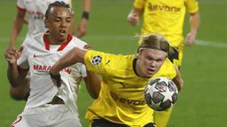 Erling Haaland. Striker Borussia Dortmund asal Norwegia berusia 20 tahun ini menjadi pencetak gol terbanyak Liga Champions musim ini dengan mencetak 10 gol dari 8 laga. Langkah Borussia Dortmund terhenti di babak perempatfinal usai kalah dari Manchester City. (AP/Angel Fernandez)