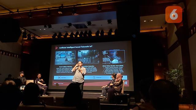 Arief Teguh Hermawan, General Manager Fleet Management Telkomsel saat presentasi dalam diskusi 'Tren IoT dan AI di Indonesia' yang digelar oleh Forum Wartawan Teknologi (Forwat) di Jakarta, Selasa (10/3/2020).