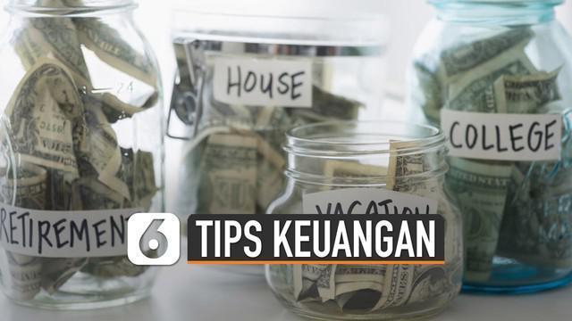Menabung adalah hal yang sering orang gunakan untuk mempersiapkan masa depan. Ini dia tips amankan keuangan untuk masa depan.