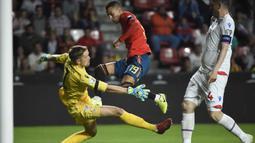 Proses terjadinya gol yang dicetak gelandang Spanyol, Rodrigo, ke gawang Kepulauan Faroe pada laga Kualifikasi Piala Eropa 2020 di Stadion El Molinon, Gijon, Minggu (8/9). Spanyol menang 4-0 atas Kepulauan Faroe. (AFP/Miguel Riopa)