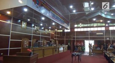 Tersandung kasus asusila, seorang anggota DPRD di Bengkulu harus dihukum penjara dan diberhentikan paksa.