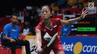 Tunggal putri Indonesia, Fitriani mengembalikan kok ke arah Kirsty Gilmour (Skotlandia) pada babak pertama Indonesia Masters 2018 di Istora Senayan, Jakarta, Rabu (24/1). Fitriani unggul 20-22, 21-15, 21-16. (Liputan6.com/Helmi Fithriansyah)