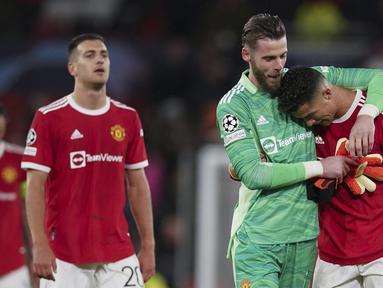 Manchester United berhasil menang secara dramatis 2-1 atas tamunya Villarreal dalam laga matchday kedua Grup F Liga Champions 2021/2022, Rabu (29/9/2021). Gol Cristiano Ronaldo di penghujung masa injury time menjadi penentu kemenangan Setan Merah. (AP/Dave Thompson)
