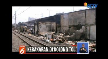 Kebakaran yang menghanguskan ratusan rumah di Pademangan, Jakarta Utara, membuat ratusan jiwa kehilangan tempat tinggal. Untuk sementara, korban kebakaran tinggal di tenda pengungsian.