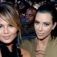 Chrissy Teigen dan Kim Kardashian
