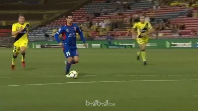 Berita video highlights Liga Australia (A-League) 2017-2018, Newcastle Jets vs Central Coast Mariners, 2-0. This video presented by BallBall.