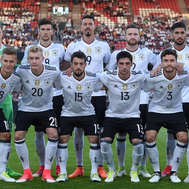 19a970c09 Jerman dan 4 Negara yang Luncurkan Jersey untuk Piala Dunia 2018 - Pesta  Bola Rusia Bola.com