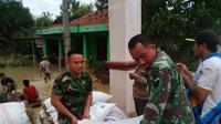 Banjir Grobogan hanyutkan juga gula pasir hasil sumbangan (Liputan6.com / Wahyu Felek)