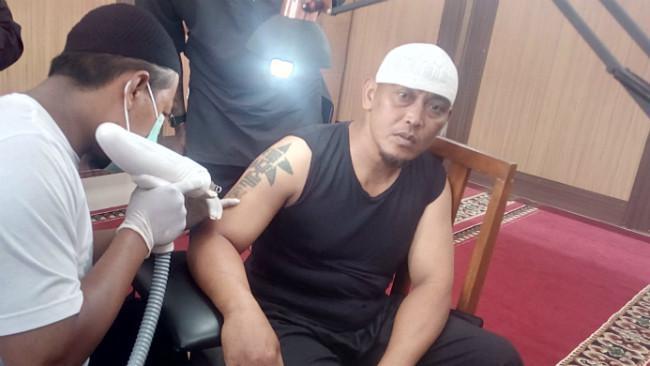 Menghapus tato gratis dengan hafalan 50 ayat Alquran. (Liputan6.com/Jayadi Supriadin)