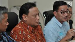 Direktur Relawan BPN Prabowo-Sandi Ferry Mursyidan Baldan memberikan keterangan hasil rapat persiapan debat Capres keempat di kantor KPU, Jakarta, Senin (25/3). Hasil rapat tersebut memutuskan moderator yang ditunjuk ialah Retno Pinasti dan Zulfikar Naghi. (merdeka.com/Iqbal S Nugroho)