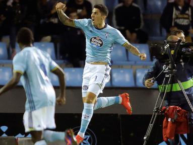 Gelandang Celta Vigo, Pablo Hernandez melakukan selebrasi usai mencetak gol kegawang Barcelona pada lanjutan liga Spanyol di Stadion Balaidos, Vigo (3/10).  Celta Vigo berhasil mengalahkan Barcelona dengan skor 4-3. (REUTERS/Miguel Vidal)