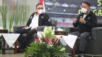 Ketua Umum PSSI, Iwan Bule (kiri) bersama Menpora, Zainudin Amali dalam diskusi virtual bertajuk Silaturahmi Menpora dengan Stakeholders Sepak Bola pada Kamis (18/2/2021). (Dokumentasi Menpora)