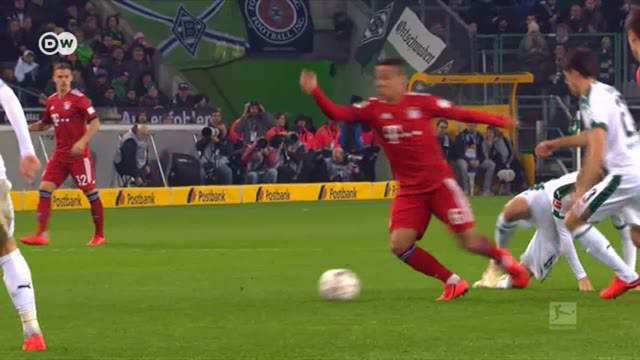 Berita Video Dua Gol Lewandowski Bawa Bayern Munchen Samakan Poin dengan Borussia Dortmund di Bundesliga