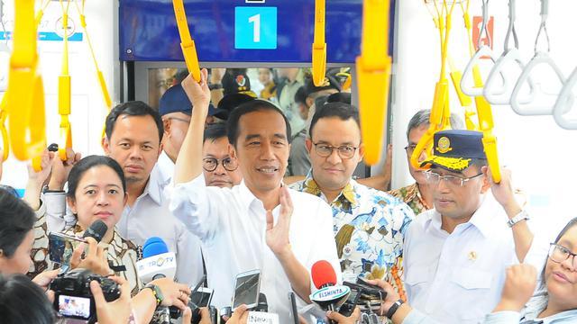 Jokowi Ajak Menteri Kabinet Kerja Jajal MRT