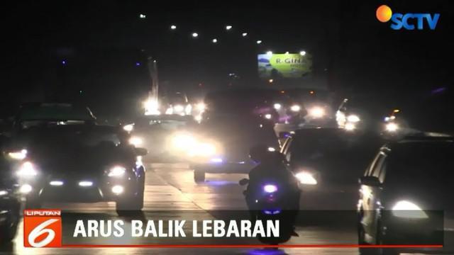 Untuk mengurai kepadatan, polisi terpaksa memecah arus balik menuju jalur tengah melewati Kota Pemalang.