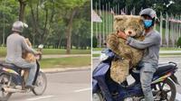 Pria ini pungut boneka beruang di tempat sampah dekat sebuah kantor. (Sumber: Facebook/ Azri Walter)