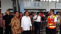 Presiden Jokowi mendatangi Terminal 1C Bandara Soekarno-Hatta, Kota Tangerang, Kamis (21/6/2018). (Liputan6.com/Pramita Tristiawati)