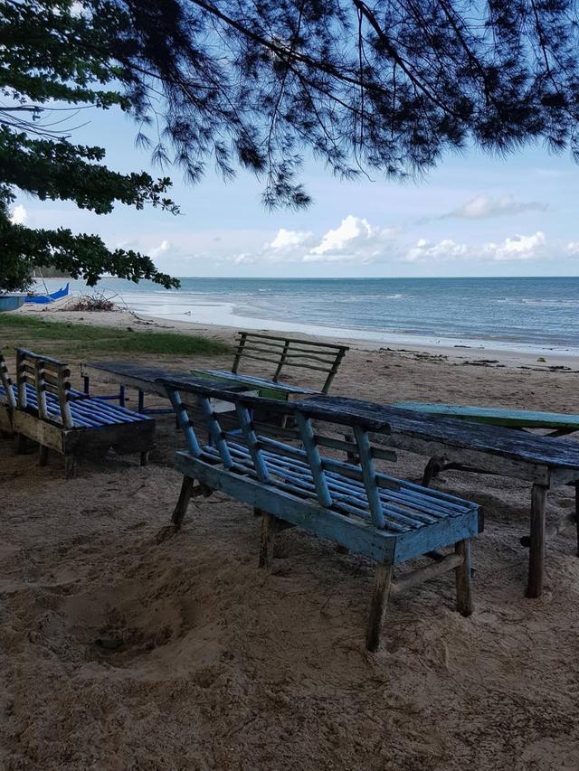 Pantai Burung Mandi, Belitung Timur. (dok. Instagram @anindhyagaryy/https://www.instagram.com/p/Bs2vOWLFeK0/Asnida Riani)