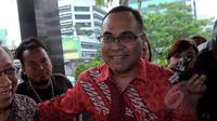Anggota Tim 9, Hikmahanto Juwana mendatangi Gedung KPK, Jakarta, Selasa (3/2/2015). Kedatangan Tim 9 untuk membahas permasalahan antara KPK dan Polri. (Liputan6.com/Faisal R Syam)