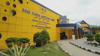 Suasana di pintu masuk IGD RSUD Raden Mattaher Jambi, Minggu (26/1/2020). Pihak rumah sakit meminta masyarakat tetap tenang. (Liputan6.com / Gresi Plasmanto)