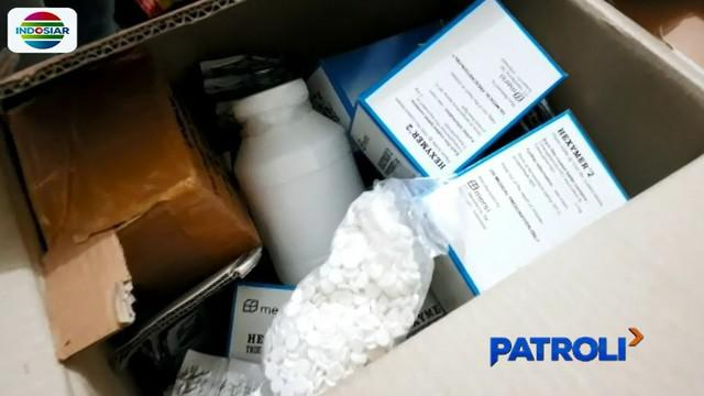 Petugas langsung membawa barang bukti narkoba ke Mapolsek Kembangan untuk dihitung jumlah dan jenis narkobanya.