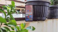 Penampakan depan Xiaomi Mi 10T Pro (Liputan6.com/Agustinus M. Damar)