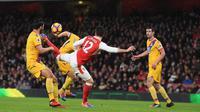 Tendangan kalajengking striker Arsenal Oliver Giroud (Mirror)