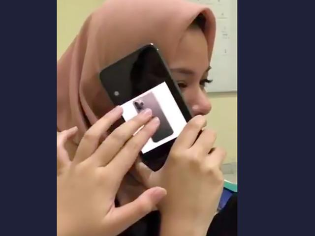 Pamer Iphone 11 Dengan Cara Konyol Wanita Ini Bikin Warganet Kesal Citizen6 Liputan6 Com