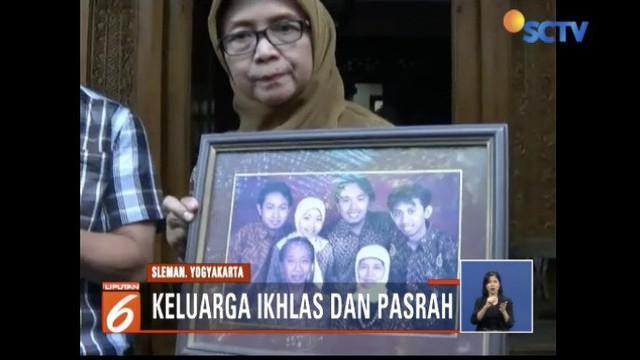 Kedua orangtua korban hanya bisa pasrah mengetahui putrinya menjadi korban dalam tragedi ini.