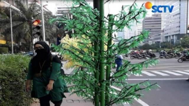Perusahaan yang disebut-sebut sebagai pemenang tender pengadaan pohon plastik tersebut, rupanya hanya rumah kosong.
