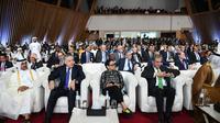 Menlu RI Retno Marsudi menyaksikan penandatanganan kesepakatan perdamaian AS - Taliban di Doha, Qatar, 29 Februari 2020 (kredit: Kemlu RI)
