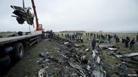 Puing MH17 mulai dievakuasi. (bbc.co.uk)