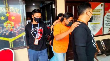 Polisi menangkap anggota DPRD Bangkalan penembak warga hingga tewas. (Dian Kurniawan/Liputan6.com)