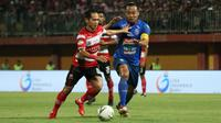 Duel Madura United Vs Arema FC di Stadion Gelora Madura, Pamekasan, Sabtu (20/7/2019) malam. (Bola.com/Aditya Wany)
