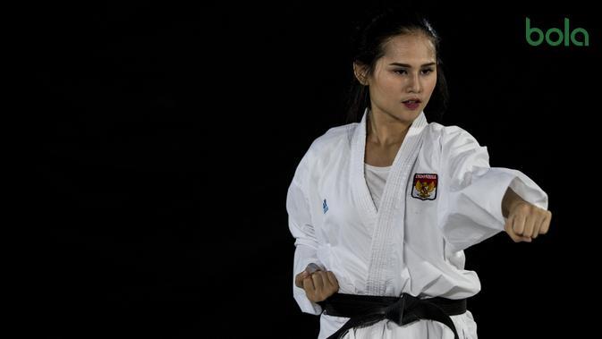 Karateka Indonesia, Ceyco Georgia, saat latihan di Tatsujin MMA South Quarter, Jakarta, Kamis (21/7/2018). Dirinya merupakan salah satu karateka yang akan turun pada Asian Games XVIII. (Bola.com/Vitalis Yogi Trisna)