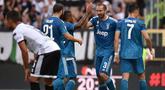 Para pemain Juventus merayakan gol yang dicetak Giorgio Chiellini ke gawang Parma pada laga Serie A di Stadion Ennio Tardini, Parma, Sabtu (24/8). Parma kalah 0-1 dari Juventus. (AFP/Marco Bertorello)