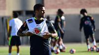 Bek tim nasional Brasil, Dani Alves. (AFP/Robyn Beck)