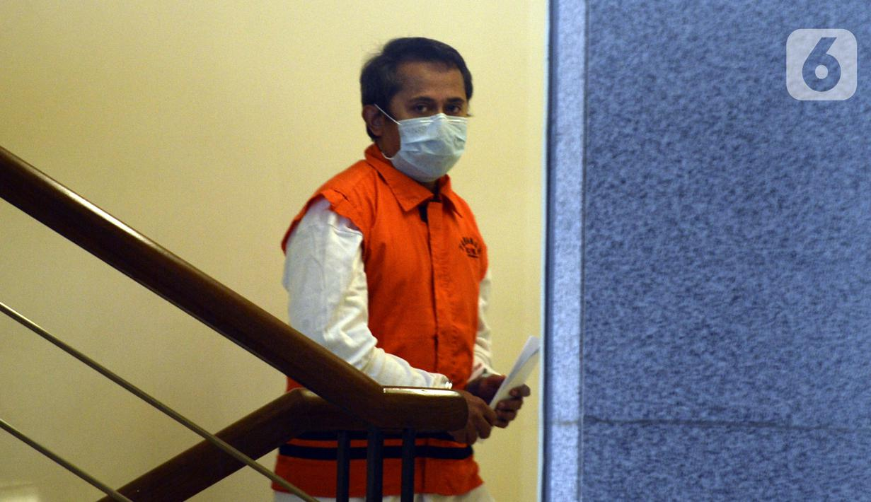 Direktur Utama PT Glori Karsa Abadi, Rahadian Azhar tiba di Gedung KPK, Jakarta, Rabu (3/6/2020). KPK memeriksa Rahadian Azhar sebagai tersangka dalam kasus dugaan suap pemberian fasilitas di Lapas Sukamiskin. (merdeka.com/Dwi Narwoko)